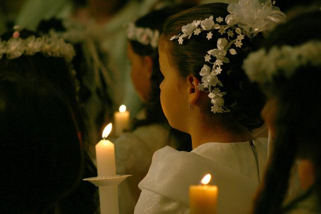 La primera comunión, boda en miniatura.